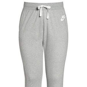 NWT! Nike Sportwear Sweatpants Grey Heather